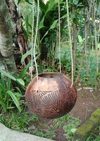 Flowerpot coconut polished/carved. Art. code: CCB010. Size Diameter aprox 13-15 cm. Price FOB 3,60 usd.