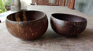 Eating bowl coconut polished. Art. code: CCB012. Size Diameter aprox 13-15 cm. Price FOB 0,95 usd.