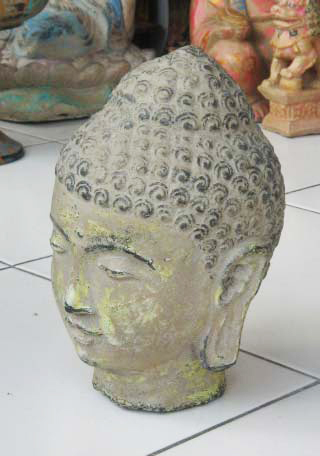 Buddha Head in cement. Size H22 cm. Price FOB 4,00 usd excl packing. Order code CP031.