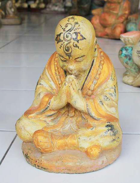 Praying Monk in cement. Size H20, L17, W14 cm. Price FOB 3,70 usd excl packing. Order code CP053.