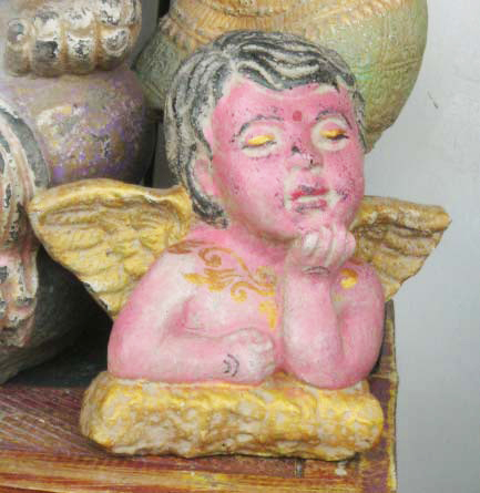 Pink Angel in cement. Size H15, W 18 cm. Price FOB 2,95 usd. Order code CP044.