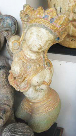 Dewi Tara in cement. Size H30 cm. Price 5,90 usd excl packing. Art. code: CP116.