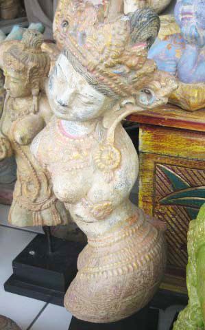 Dewi Tara in cement. Size H30 cm. Price 5,50 usd excl packing. Art. code: CP117.