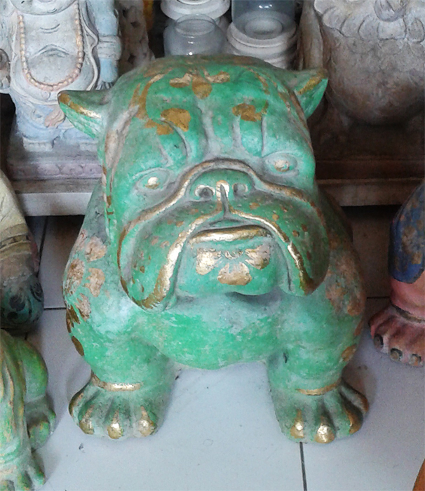 Bulldog in cement. Size H40, L45, W30 cm. Price FOB 24,00 usd incl wooden pack. Order code CP059.