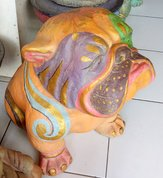 Bulldog in cement. Size H40, L45, W30 cm. Price FOB 22,45 usd incl packing wooden crate. Order code CP061.