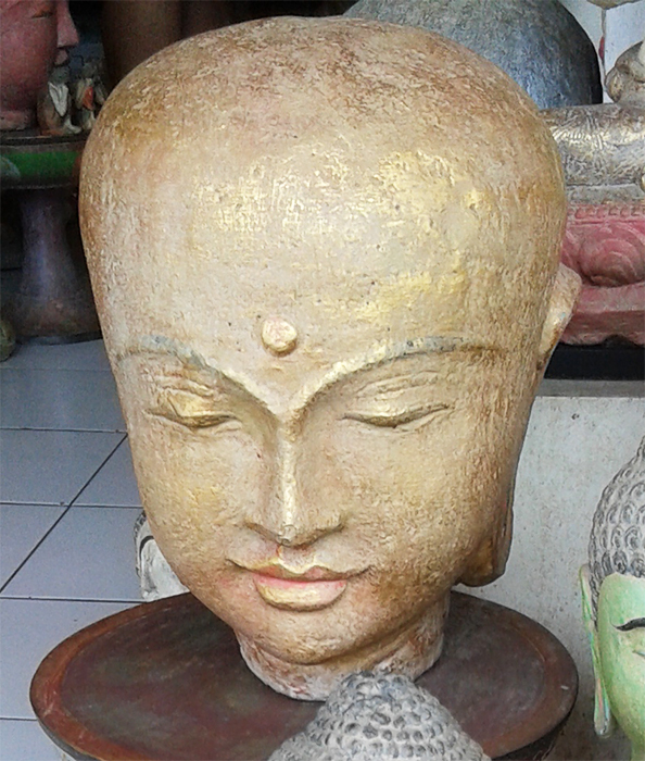 Head in cement. Size H32, L25, W25 cm. Price FOB 14 usd incl wooden pack. Order code CP005.