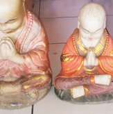 Praying Monk in cement, Size H30 cm. Price FOB 7,90 usd excl packing. Art. code: CP074(to the left). Praying Monk in cement. Size H25 cm. Price FOB 5,90 usd excl packing. Art. code: CP075(to the right).