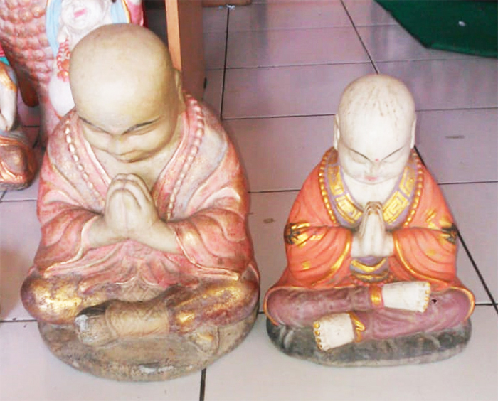 Praying Monk in cement, Size H30 cm. Price FOB 7,90 usd excl packing. Art. code: CP074(to the left). Praying Monk in cement. Size H25 cm. Price 5,90 usd excl packing. Art. code: CP075(to the right).