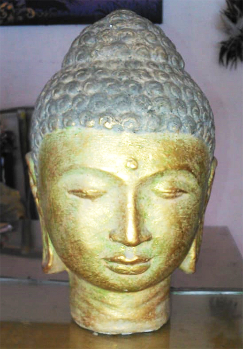 Buddha head in cement. Size H22 cm. Price 3,90 usd excl packing. Art. code: CP088.