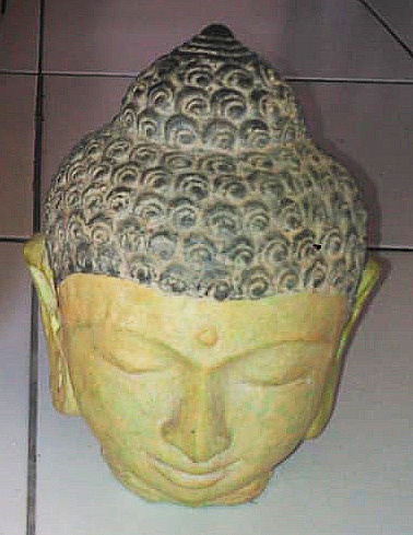 Buddha head in cement. Size H18 cm. Price 2,65 usd excl packing. Art. code: CP098.