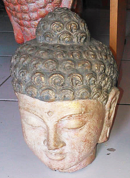 Buddha head in cement. Size H22 cm. Price 3,90 usd excl packing. Art. code: CP099.
