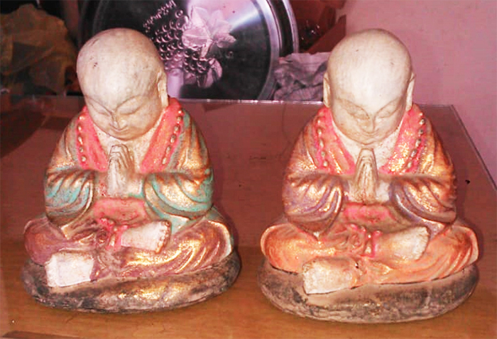 Praying Monk in cement, Size H10, L8, W7 cm. Price FOB 1,65 usd excl packing. Art. code: CP100(to the left) and CP101(to the right).