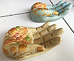 Incense hand in cement. Size H5, L15, W9 cm. Price 1,70 usd excl packing. Art. code: CP109.